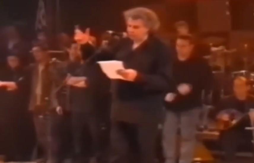 Μίκης Θεοδωράκης – Η αντιπολεμική συναυλία στο Σύνταγμα το 1999 – Η Σερβία θρηνεί για το θάνατό του δηλώνει ο Βούτσιτς