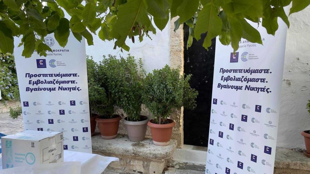 Κρήτη – 50 πολίτες εμβολιάστηκαν κάτω από την «σκεπή της Παναγίας»