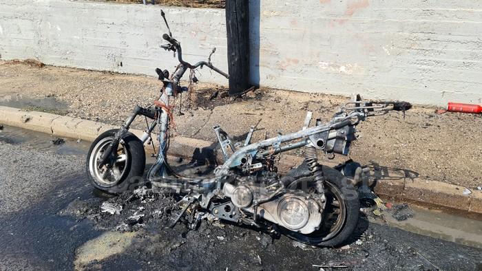 Λαμία – Μηχανάκι τυλίγεται στις φλόγες εν κινήσει – Πώς σώθηκε ο οδηγός