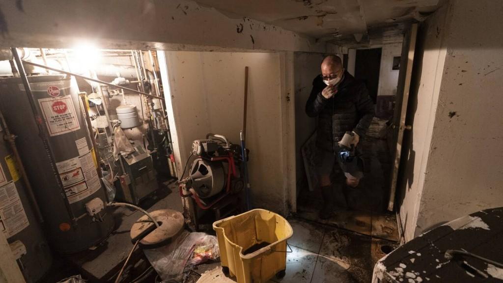 Κυκλώνας Άιντα – Τα παράνομα διαμερίσματα της Νέας Υόρκης έγιναν υγροί τάφοι για τους ενοίκους τους