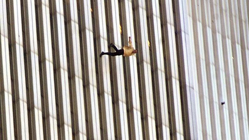 11η Σεπτεμβρίου 2001: Πηδούν στο κενό για να σωθούν-Οι εικόνες που λύγισαν την ανθρωπότητα