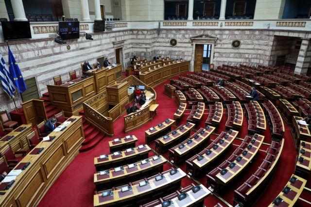 Βουλή – Κόντρα για το ν/σ για την κοινωνική προστασία – Καταψηφίζει η αντιπολίτευση