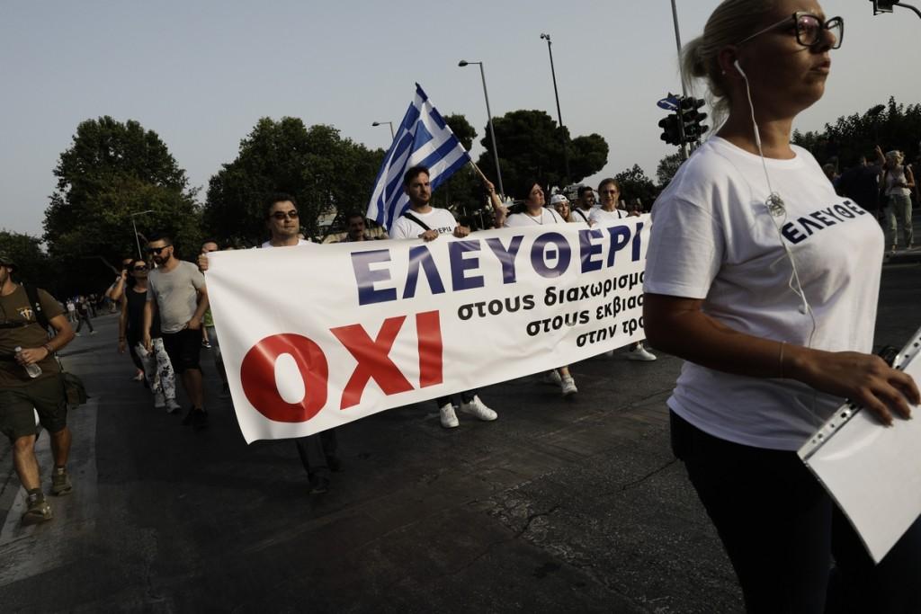 Politico – Στην πρώτη γραμμή της… ηλιθιότητας οι αντιεμβολιαστές στην Ελλάδα