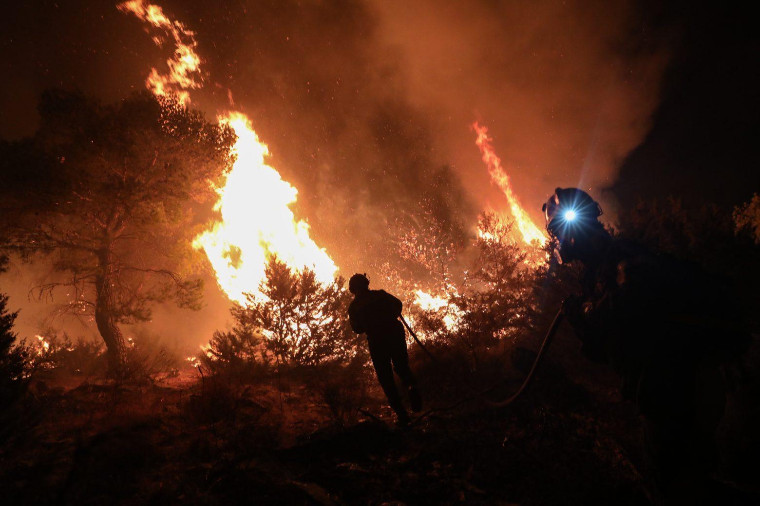 Φωτιά στη Νέα Μάκρη – Ζημιές σε σπίτια και υπόνοιες για εμπρησμό – Μια προσαγωγή