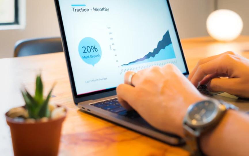 Η επιχείρησή σου πάντα και παντού μαζί σου με τα πιο δυνατά business laptops!