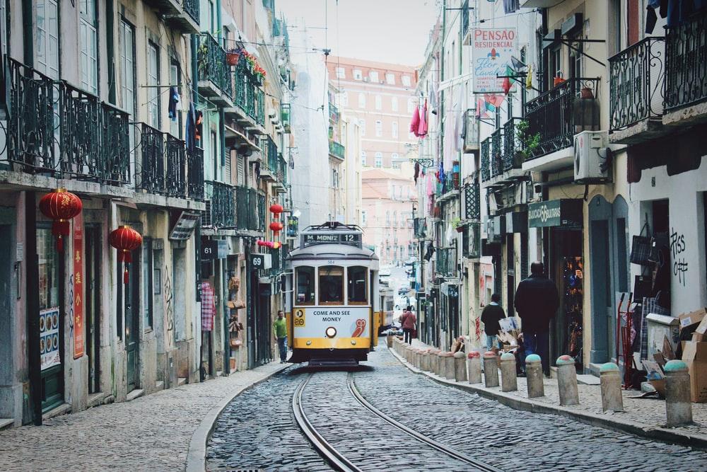 Πορτογαλία – Είχε ψυγεία για σορούς έξω από νοσοκομεία, τώρα είναι από τις πιο εμβολιασμένες χώρες παγκοσμίως