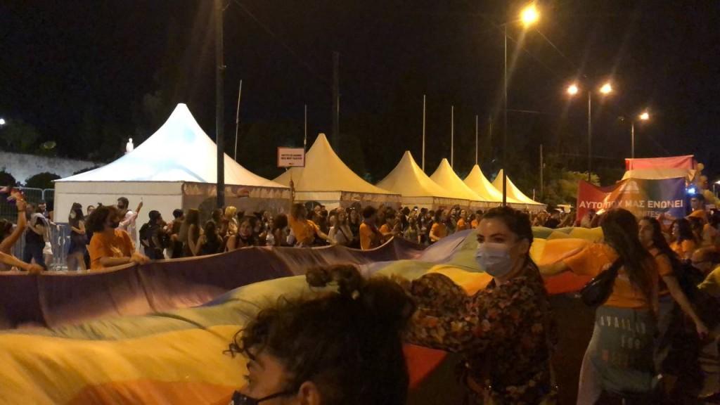 Σε εξέλιξη το Athens Pride 2021 – Γέμισε χρώμα η Αθήνα – Πλήθος κόσμου