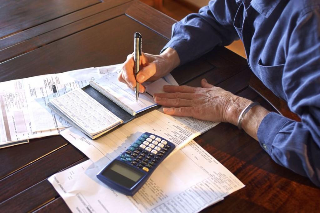 Συντάξεις – Ποιοι κερδίζουν, ποιοι χάνουν αν βγουν εκτός εργασίας πριν από τα 62 έτη