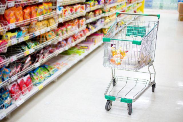 Ανατιμήσεις και ακρίβεια – Σε μετατάξεις προϊόντων στο χαμηλό ΦΠΑ προσανατολίζεται η κυβέρνηση – Ποια άλλα μέτρα εξετάζει