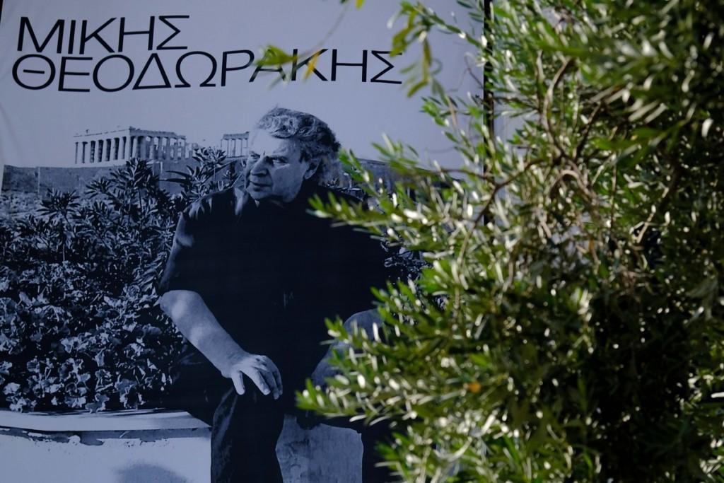 Μίκης Θεοδωράκης – Αυτό είναι το μνήμα που είχε εγκρίνει από το 2009 – Ποιος το σχεδίασε