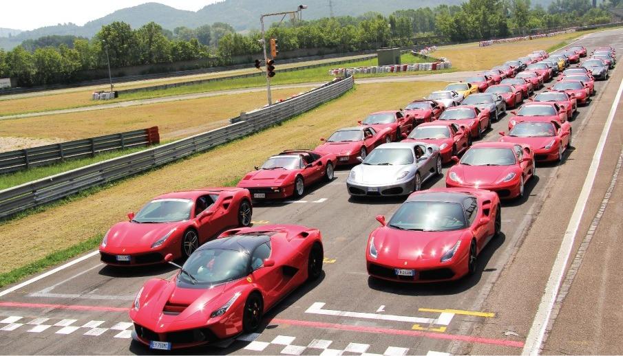 Πειραιάς – Road show με 30 Ferrari