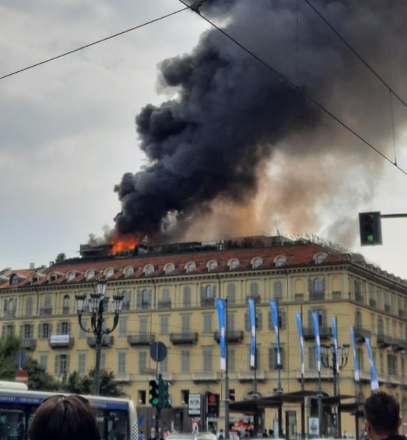 Ιταλία – Πυρκαγιά σε πολυκατοικία στο κέντρο του Τορίνο – Πέντε τραυματίες