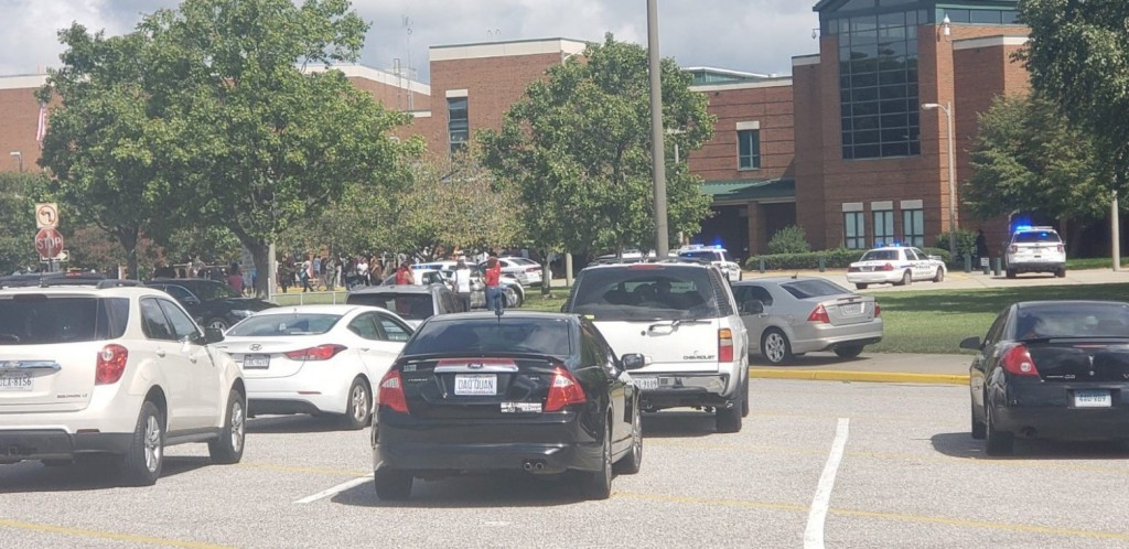 ΗΠΑ – Πληροφορίες για πυροβολισμούς σε σχολείο στη Βιρτζίνια