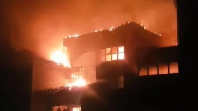 Σέρρες – Ξενοδοχείο έγινε παρανάλωμα του πυρός