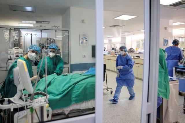 Covid-19 pandemic in Greece: 3,065 new cases on Mon.; 32 deaths