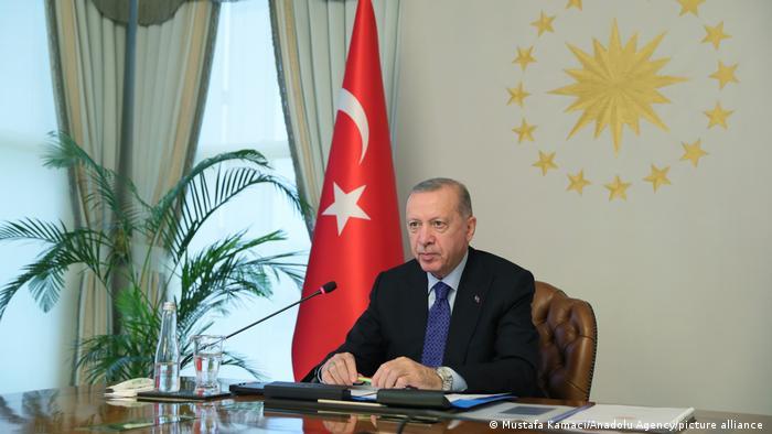 Εκνευρισμένος ο Ερντογάν από την αμυντική συμφωνία Ελλάδας και ΗΠΑ – Εθνικιστικοί τόνοι από την αντιπολίτευση