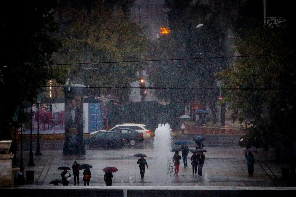 Καιρός – Δύσκολη προβλέπεται η νύχτα σε Αττική και Χαλκιδική – Έρχονται πλημμυρικά φαινόμενα