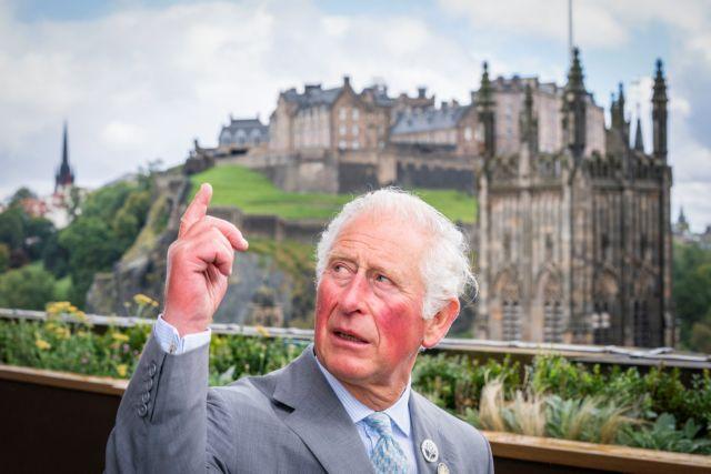 Η Aston Martin του πρίγκιπα Καρόλου «καίει» κρασί και τυρί