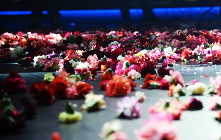 Ματίνα Παγώνη – Στα μπουζούκια λέμε ναι – Προσοχή στις συναυλίες