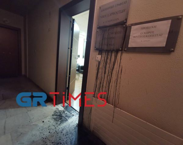 Πέταξαν μπογιές στο γραφείο της Άννας Ευθυμίου – «Θρασύδειλη επίθεση»