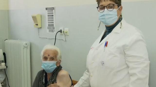 Κοζάνη – Γιαγιά 102 ετών έκανε την 2η δόση του εμβολίου