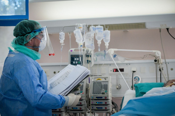 Έτοιμο να ανοίξει επιπλέον ΜΕΘ στη Θεσσαλονίκη το υπουργείο Υγείας – Γεμάτα τα νοσοκομεία, άδειοι οι δρόμοι