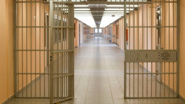 Ιταλία - Κρατούμενος σε κατ' οίκον περιορισμό ζήτησε να επιστρέψει στη φυλακή γιατί... δεν άντεχε τη σύζυγό του