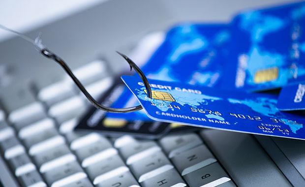 Eκτακτη σύσκεψη Θεοδωρικάκου – Στουρνάρα για τις ηλεκτρονικές απάτες – Φτερά έκαναν 40 εκατ. ευρώ!