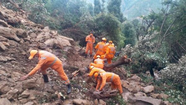 Φονικές πλημμύρες σαρώνουν Ινδία και Νεπάλ - 200 νεκροί και πολλοί αγνοούμενοι