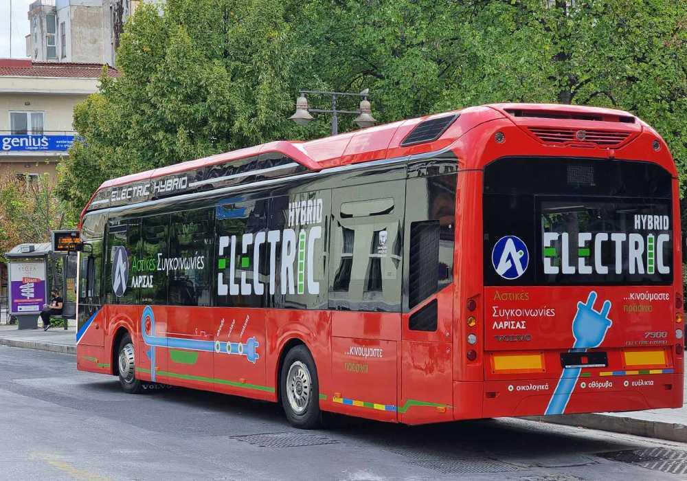 Η Λάρισα πρωτοπορεί ξανά – Παρουσίασε το πρώτο υβριδικό λεωφορείο της χώρας