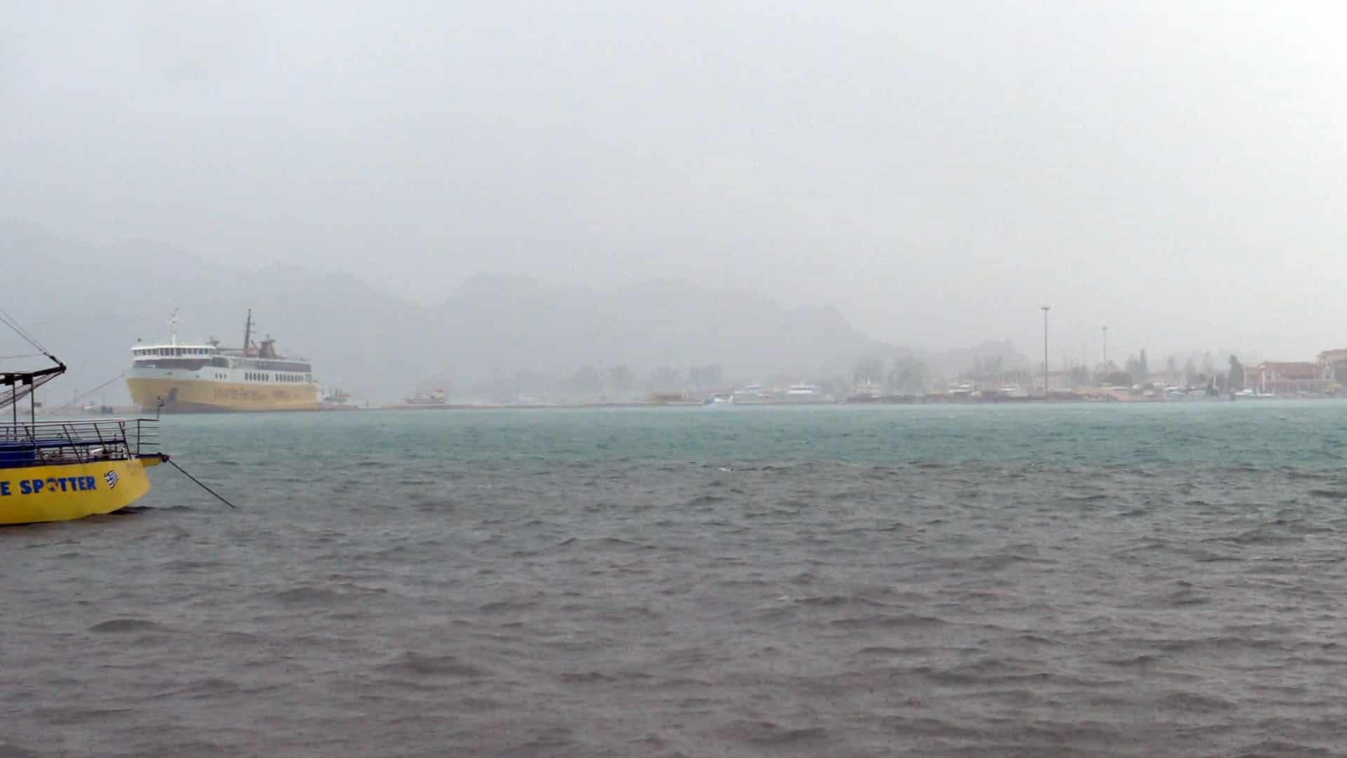 Κακοκαιρία – Η «Αθηνά» πλήττει το Ιόνιο – Πλημμυρισμένοι δρόμοι, κλειστά σχολεία, διακοπές ρεύματος