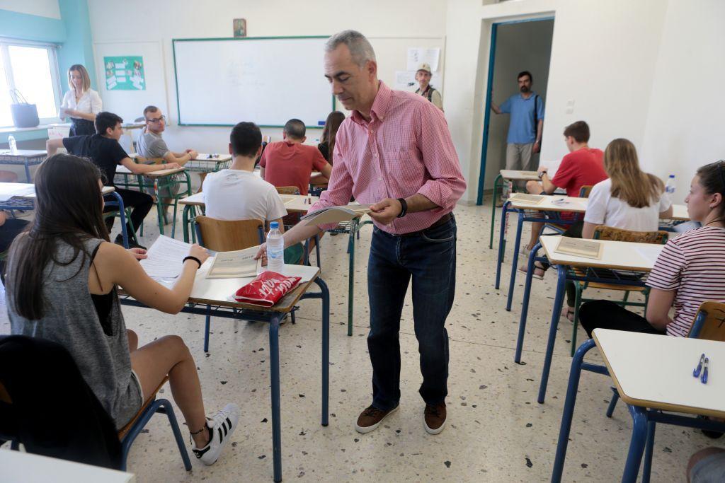 Μαίνεται ο «πόλεμος» υπ. Παιδείας και εκπαιδευτικών για την αξιολόγηση