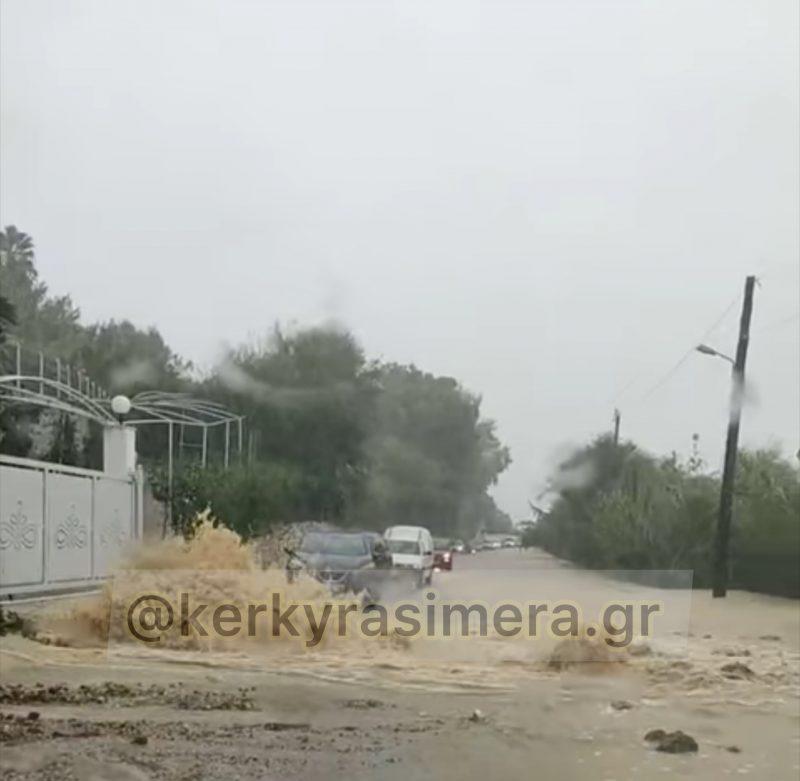 Κέρκυρα – «Κόπηκε» στα δύο το νησί από τις σφοδρές βροχοπτώσεις