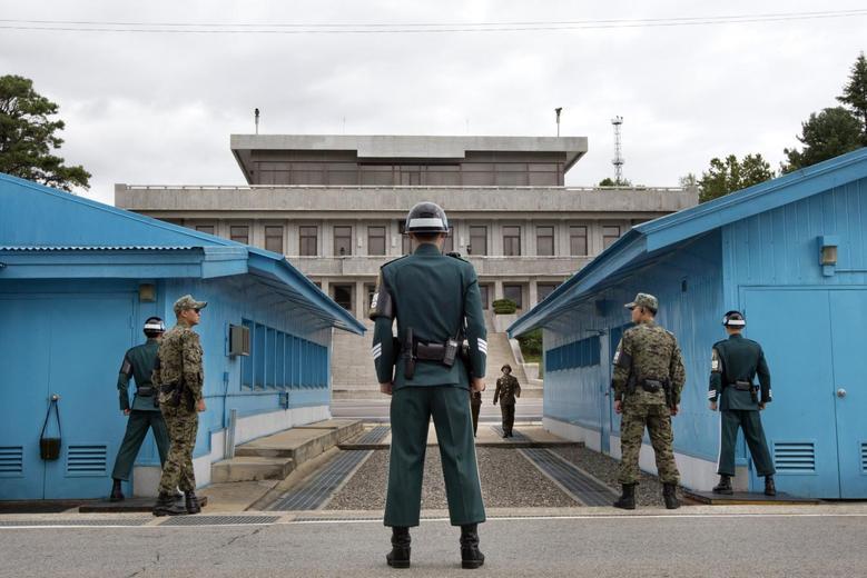 Βόρεια Κορέα – Ανοιγμα στη Νότια Κορέα με επαναλειτουργία των «κόκκινων τηλεφώνων»
