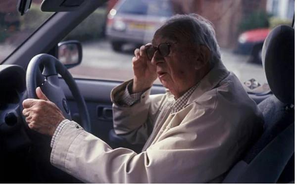 Δίπλωμα οδήγησης - Κινητές «βόμβες» οι ηλικιωμένοι οδηγοί - Ταρίφα έως και 2.000 ευρώ για ανανέωση χωρίς ιατρικό έλεγχο