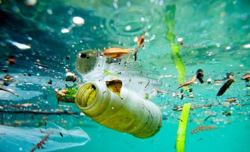 Χιλιάδες τόνοι πλαστικών πνίγουν τη Μεσόγειο