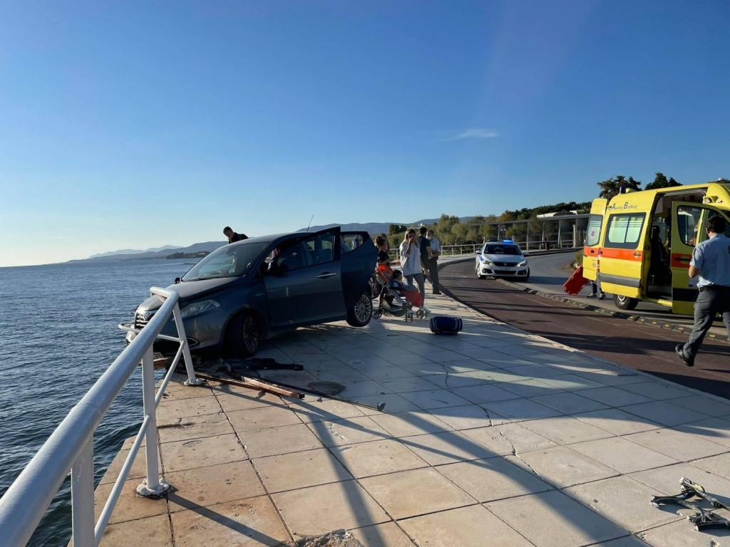 Αλεξανδρούπολη – Τρομακτικό τροχαίο – Αυτοκίνητο παρέσυρε παγκάκι, γυναίκα έπεσε στη θάλασσα