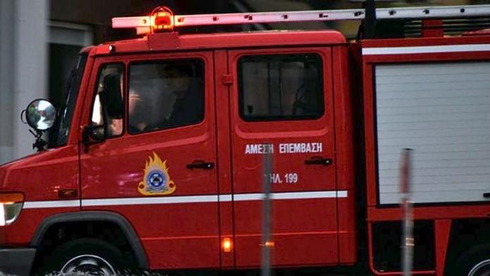 Χαλκίδα – Αυτοκίνητο πήρε φωτιά εν κινήσει – Σώος ο οδηγός