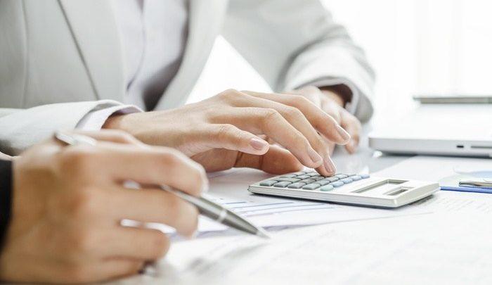 Εφορία – Πώς φορολογούνται οι αμειβόμενοι με «μπλοκάκι»